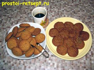 торт из печенья: выкладываем на блюде слой печенья