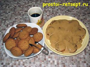 торт из печенья: промазываем слой кремом