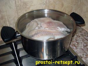 Отварная рыба в кастрюле