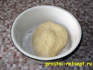 ватрушка с творогом: вымешиваем тесто