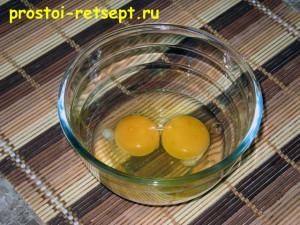как готовить омлет: разбить яйца в миску