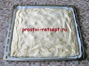 пирог с капустой и яйцом: накрываем начинку и заворачиваем края пирога