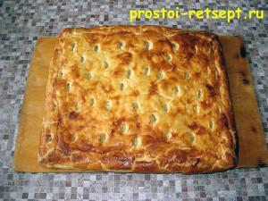 пирог с капустой и яйцом: достаем пирог из духовки