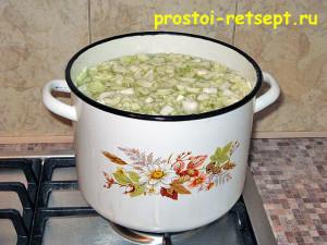 пирог с капустой и яйцом: отвариваем капусту