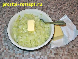 пирог с капустой и яйцом: добавьте сливочное масло