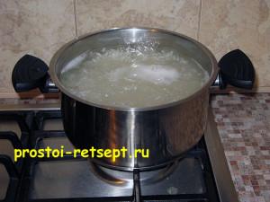Салат с рисом и крабовыми палочками: сварите рис