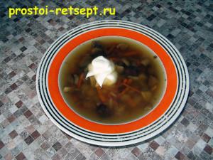 суп с шампиньонами в тарелке
