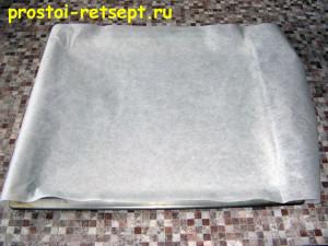 тесто для пирогов бездрожжевое: противень застелить бумагой для выпечки