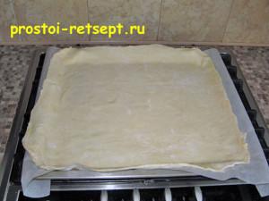тесто для пирогов бездрожжевое: перенесите лист теста на противень