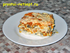 Салат с рыбой по-монастырски на тарелке