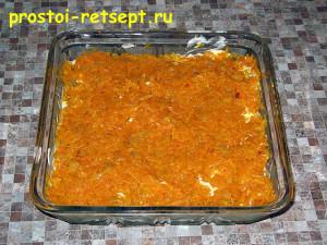 Салат с рыбой по-монастырски: выкладываем половину моркови