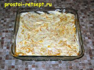 Салат с рыбой по-монастырски: смазываем морковь майонезом