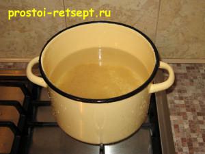 суп из консервированной сайры: рис залить холодной водой