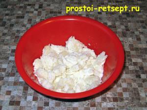 Рецепт куриных котлет: замочить булку в молоке