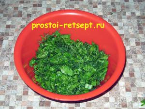 Рецепт куриных котлет: вымыть и нарезать зелень