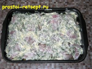 Запеченная курица с картошкой: смазываем майонезом