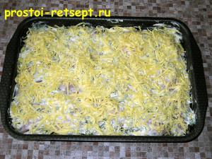 Запеченная курица с картошкой: посыпаем тертым сыром