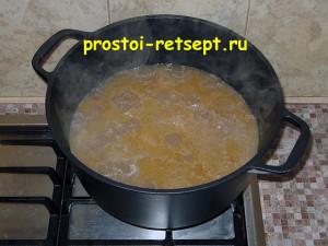 Как готовить лагман: вливаем кипящую воду в казан