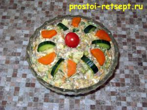 Рецепт салата Оливье: готовый салат в салатнике