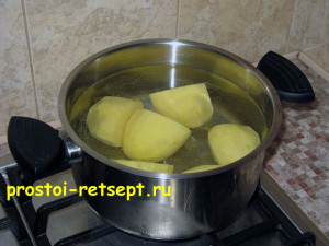 Рецепт салата Оливье: отварить картофель и остудить