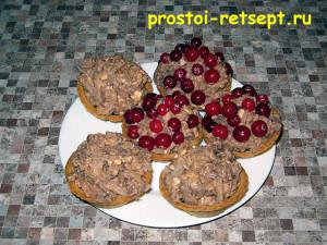 Салат с говяжьим языком: украсить мочеными ягодами