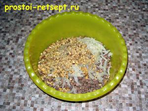 Салат с говяжьим языком: смешать все ингредиенты