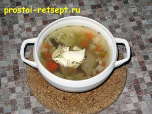 Суп из замороженных овощей: добавьте в тарелку сметану