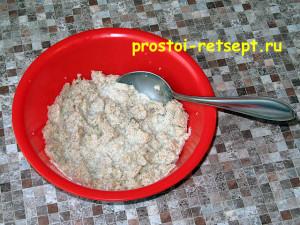 блюдо из фарша: растереть хлеб с молоком