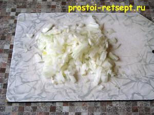 блюдо из фарша: лук мелко нарезать