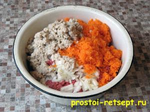блюдо из фарша: сложить ингредиенты в одну миску и перемешать
