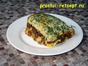 Запеканка из картофеля с фаршем: кусок на тарелке
