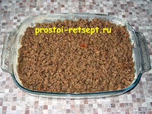 Запеканка из картофеля с фаршем: выложить фарш поверх пюре