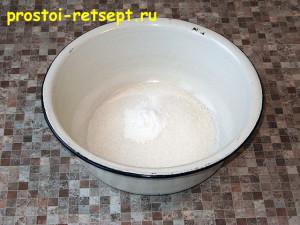 Коврижка: смешать сахар с разрыхлителем и ванилином