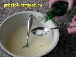Тонкие блины на молоке: добавить погашенную уксусом соду