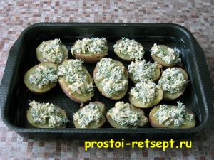 картофель в духовке: намазываем сырную смесь на картофель