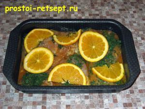 Курица с апельсинами: выложить курицу в форму для запекания