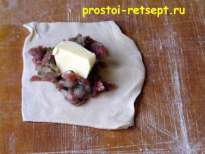 Как готовить манты: добавить кусочек сливочного масла