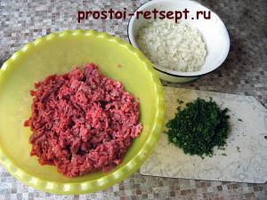 Как готовить манты: мелко нарезать лук и укроп