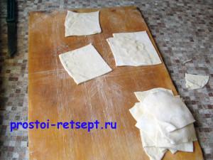 Как готовить манты: тесто тонко раскатать и разрезать на квадраты