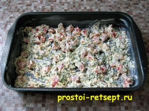 Как приготовить рыбу в духовке: выложить половину смеси в форму