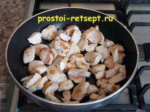 Курица в соевом соусе: кусочки курицы обжарить до золотистого цвета