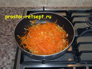 Курица в соевом соусе: добавить морковь и соевый соус