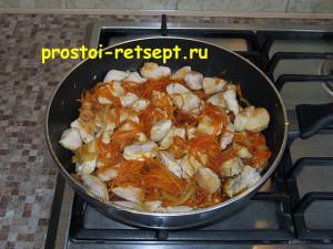 Курица в соевом соусе: выложить курицу обратно в сковороду