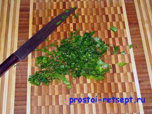 Как готовить окрошку на квасе: зелень вымыть и нарезать