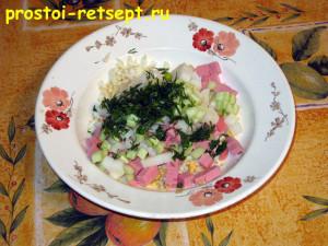 Как готовить окрошку на квасе: смешать все накрошенные продукты