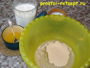 тесто для хачапури: добавить масло и муку