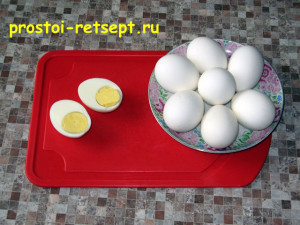 Фаршированные яйца: сварить яйца вкрутую