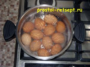 Как готовить окрошку на квасе: яйца сварить вкрутую и охладить