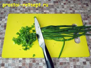 Фаршированные яйца: зелень мелко нарезать