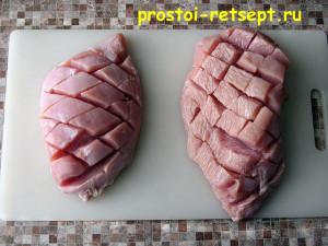 Как приготовить филе индейки: сделать в мясе надрезы по диагоналям